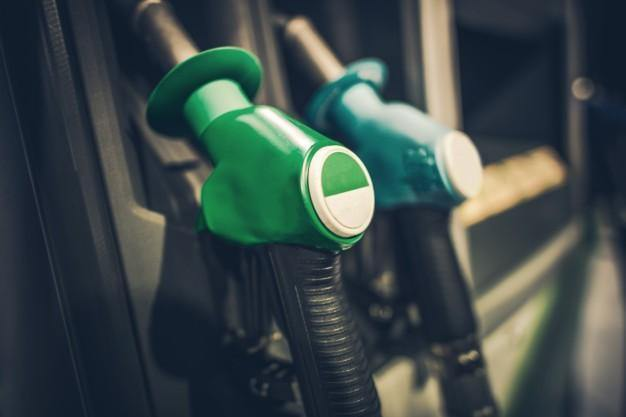 ¿De dónde vienen los altos precios de los combustibles?