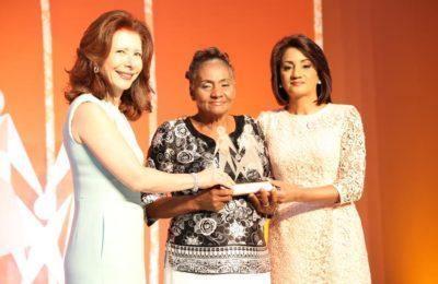 Primera dama reconoce a mujeres ADOPEM