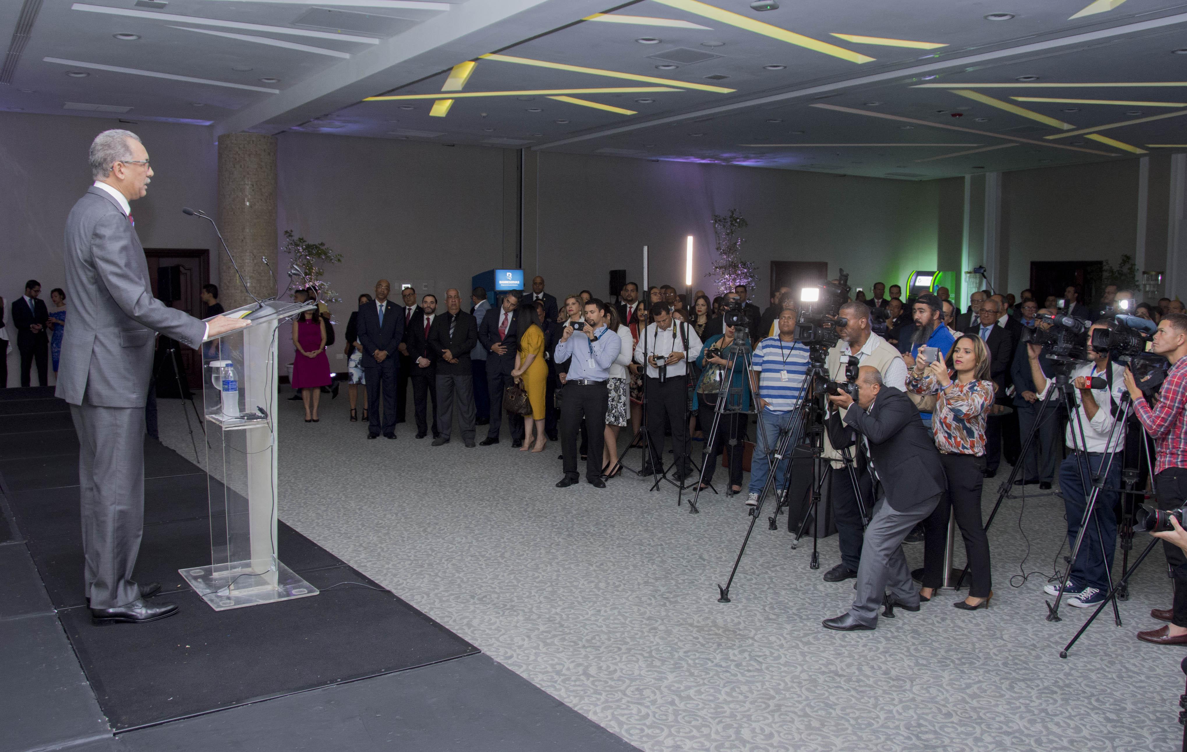 BHD León y Banreservas lanzan UNARED